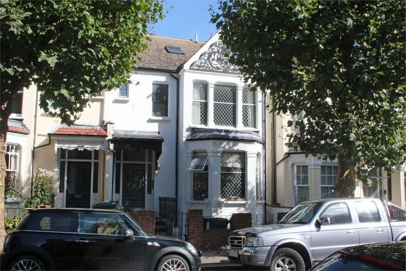 2 Bedrooms Flat for sale in Methuen Park, Muswell Hill, London