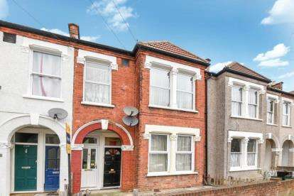 2 Bedrooms Maisonette Flat for sale in Blandford Road, Beckenham