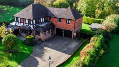 5 Bedrooms Detached House for sale in Lambardes Close, Pratts Bottom, Orpington