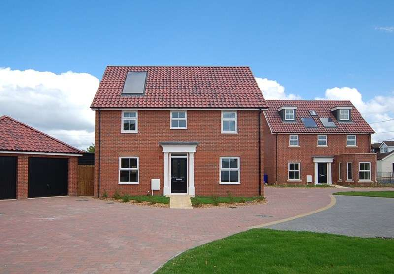 4 Bedrooms Detached House for sale in Wheat Sheaf Villas, Beck Row, Bury St. Edmunds