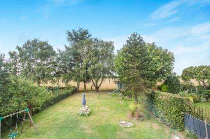 4 Bedrooms Detached House for sale in Great Plumstead, Norwich, Norfolk