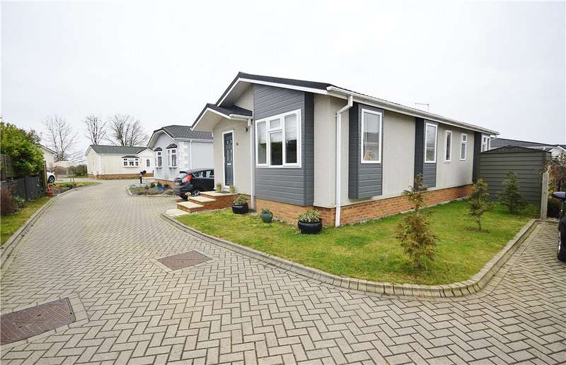 2 Bedrooms Park Home Mobile Home for sale in