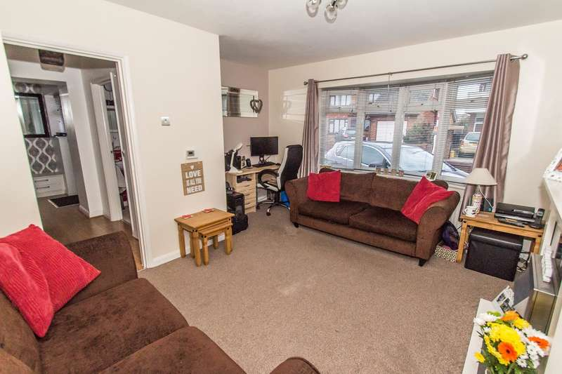 2 Bedrooms Semi Detached Bungalow for sale in Seaview Road, Canvey Island, SS8