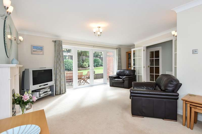 5 Bedrooms Detached House for sale in Lincoln Close, Kempshott Rise, Basingstoke, RG22