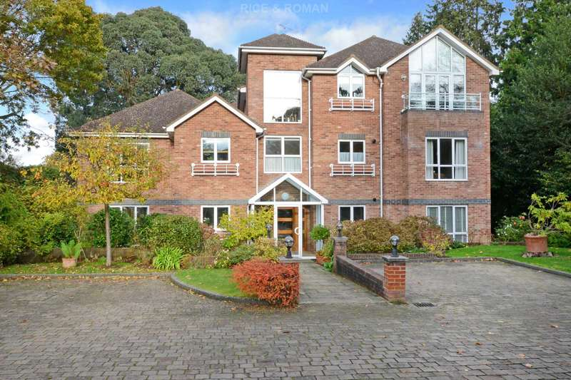 2 Bedrooms Apartment Flat for sale in Oatlands Chase, Weybridge