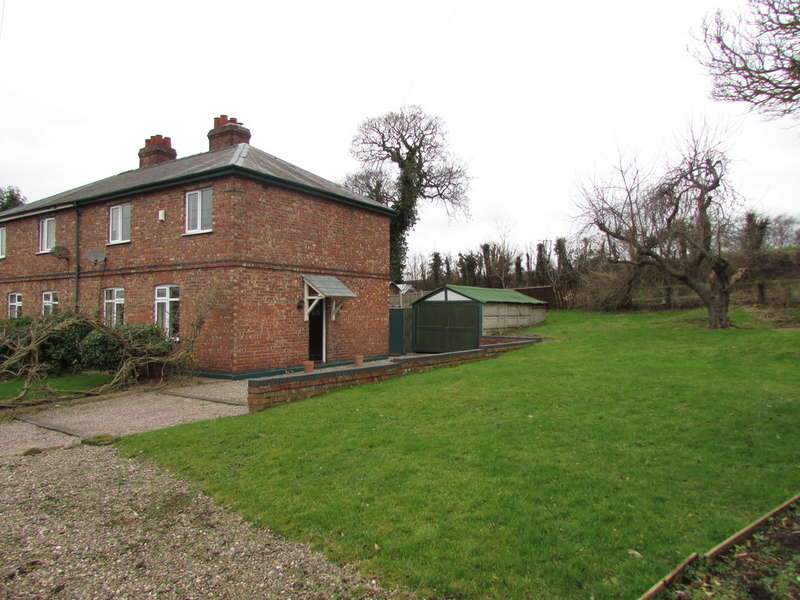 3 Bedrooms Semi Detached House for sale in Warrington Road, Little Leigh