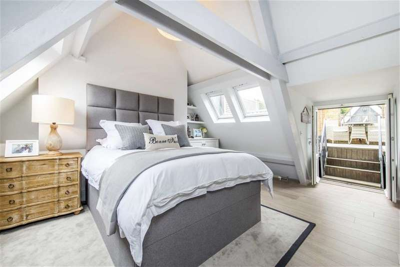 2 Bedrooms Flat for sale in Southside Quarter, Battersea, SW11