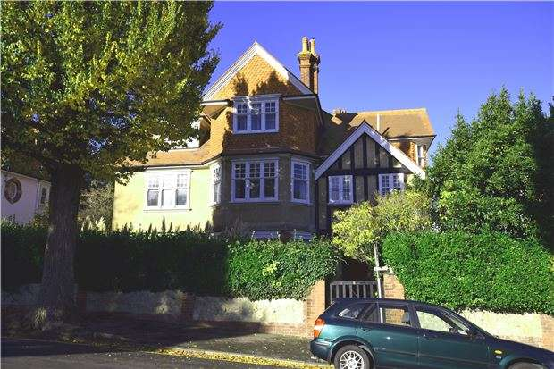3 Bedrooms Flat for sale in Dittons Road, EASTBOURNE, BN21 1DN