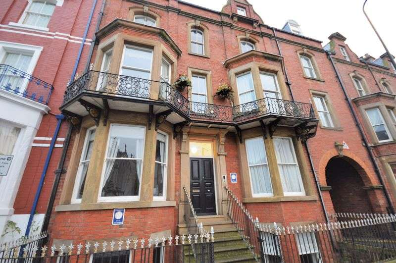 3 Bedrooms Flat for sale in Crescent Avenue, Whitby