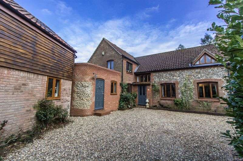 5 Bedrooms Detached House for sale in The Green, Stalham
