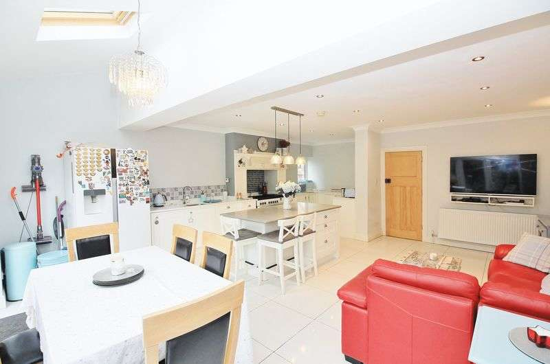5 Bedrooms Semi Detached House for sale in 62 Lomond Avenue, Blackpool, FY3 9NB