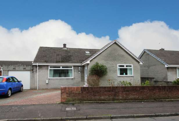 5 Bedrooms Detached Bungalow for sale in Crocus Grove, Irvine, Ayrshire, KA12 0XW
