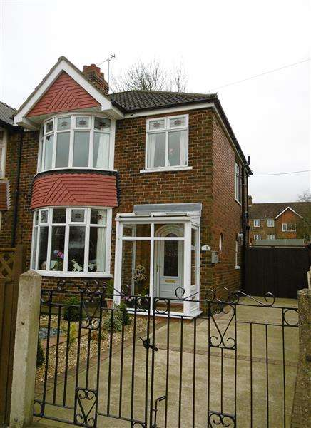 3 Bedrooms Semi Detached House for sale in Bushfield Road, Scunthorpe