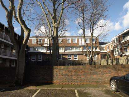 3 Bedrooms Flat for sale in Bavaria Road, London