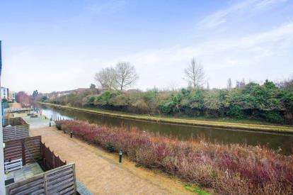 2 Bedrooms Flat for sale in Welford House, Waxlow Way, Middlesex, England