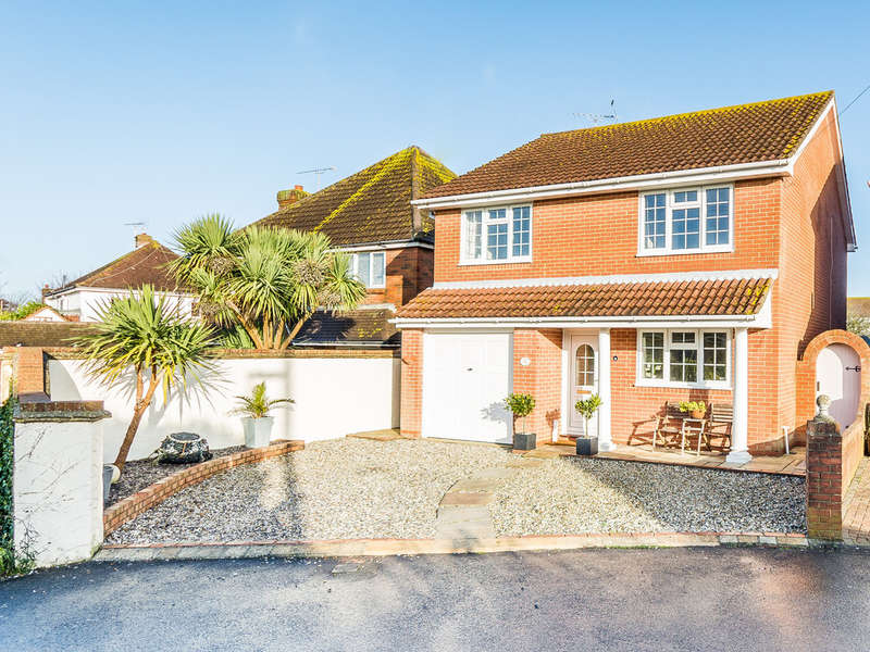 4 Bedrooms Detached House for sale in The Circle, East Preston