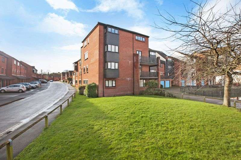 3 Bedrooms Flat for sale in Collingwood Court, Bridgwater