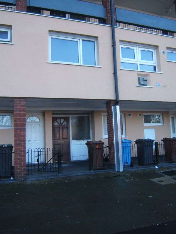 2 Bedrooms Flat for sale in Drake Close, Oldham