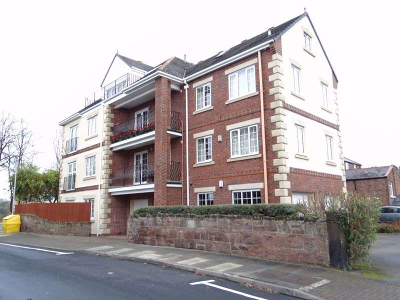2 Bedrooms Flat for rent in Castle Court
