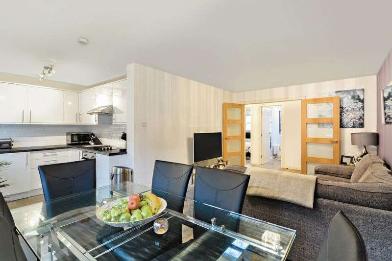 2 Bedrooms Flat for sale in Veronica Gardens, London