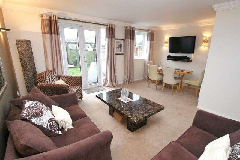 3 Bedrooms Terraced House for sale in Defoe Way, Collier Row