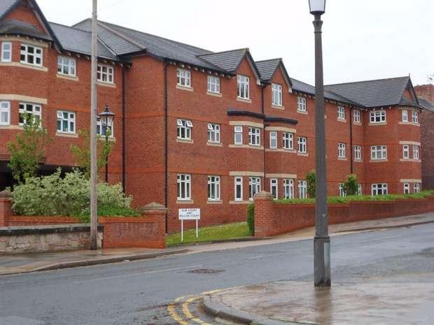 2 Bedrooms Flat for rent in Elm Court, Bebington, Wirral