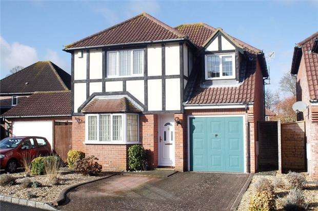 4 Bedrooms Detached House for sale in Barwick Close, Rustington, West Sussex, BN16