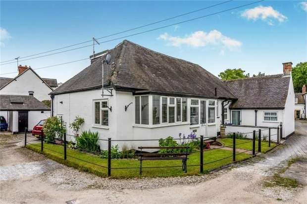 3 Bedrooms Detached Bungalow for sale in Mosley Mews, Rolleston-on-Dove, Burton-on-Trent, Staffordshire