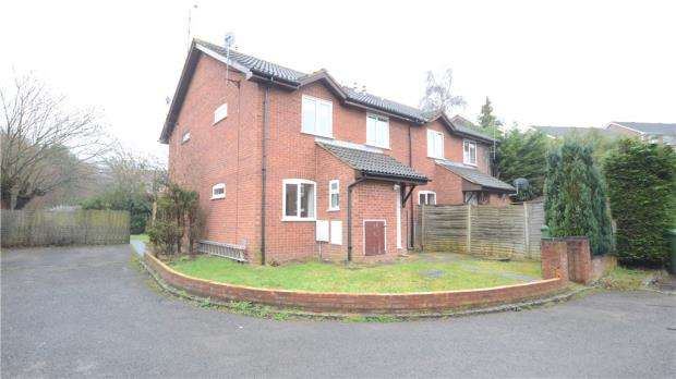 2 Bedrooms End Of Terrace House for sale in Hexham Close, Heath Park, Sandhurst