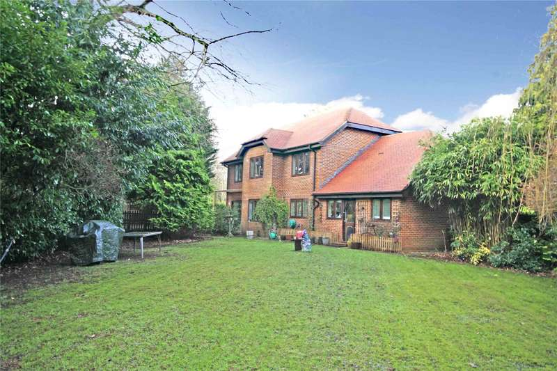 5 Bedrooms Detached House for sale in Dartnell Court, West Byfleet, Surrey, KT14