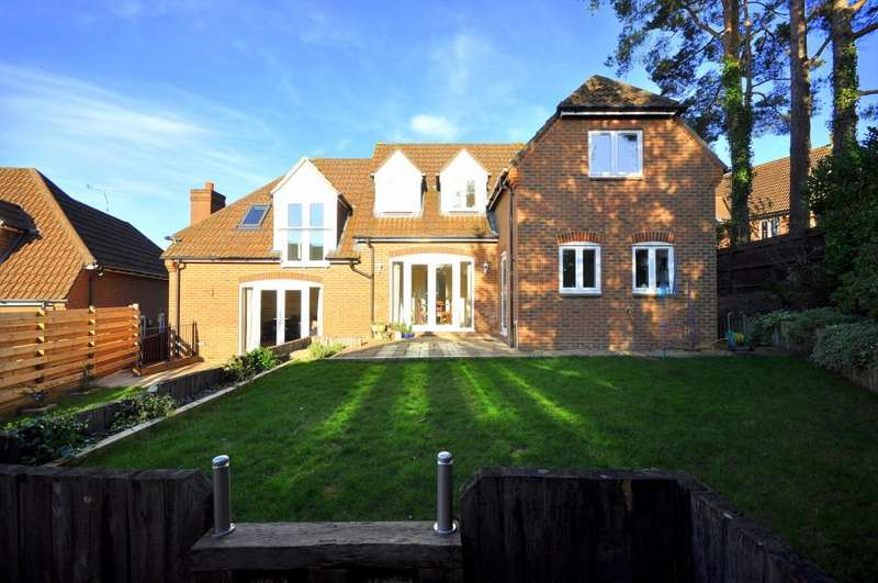 5 Bedrooms Detached House for sale in West Close, Verwood, BH31 6PS