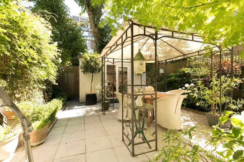 2 Bedrooms Flat for sale in Coleherne Road, London, SW10