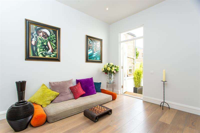 3 Bedrooms Terraced House for sale in Hannell Road, Munster Village, Fulham, SW6