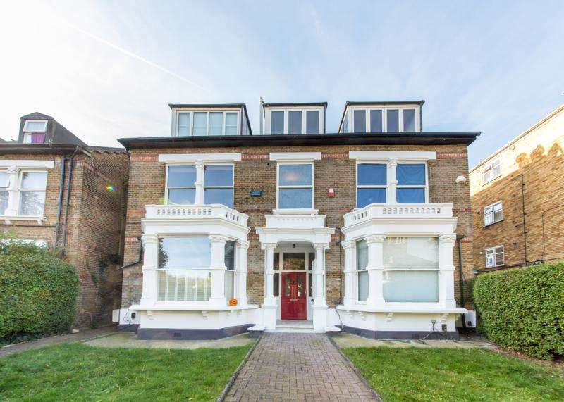 2 Bedrooms Flat for sale in Queens Drive, London, N4
