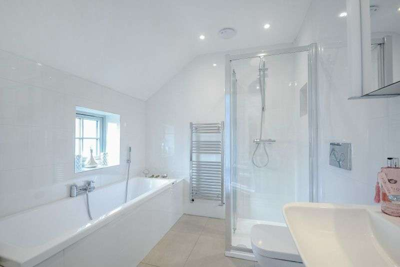 3 Bedrooms Detached House for sale in Hilliard Road, Northwood