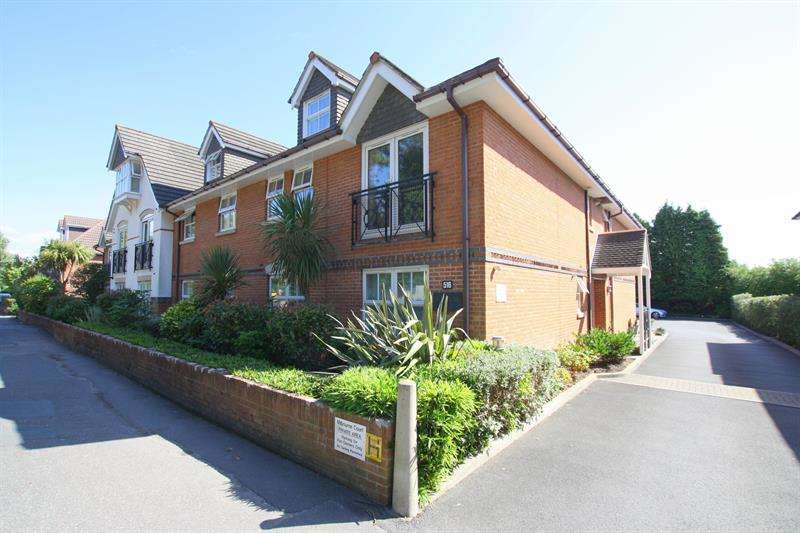 2 Bedrooms Flat for sale in Milbourne Court, Ferndown