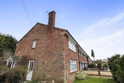 2 Bedrooms Maisonette Flat for sale in Mayfield Road, Dunstable, Bedfordshire, United Kingdom