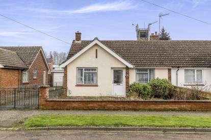 2 Bedrooms Bungalow for sale in St. Albans Road, Winslow, Buckingham, Bucks