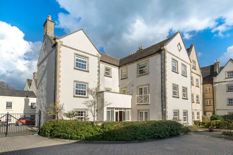 3 Bedrooms Ground Flat for sale in Prince Court, Tetbury