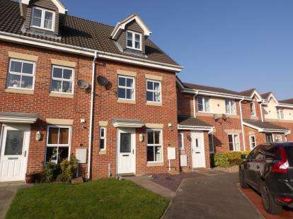 3 Bedrooms Terraced House for sale in Hennessey Close, Chilwell, Beeston, Nottingham