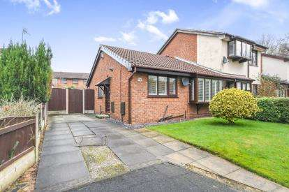 2 Bedrooms Bungalow for sale in Bramshill Close, Gorse Covert, Birchwood, Warrington