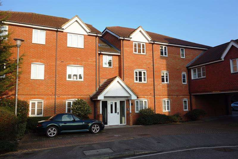 2 Bedrooms Flat for sale in Winnipeg Way, Broxbourne