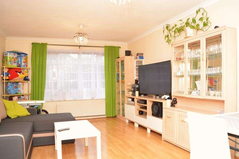 2 Bedrooms Flat for sale in Arborfield Close, Slough