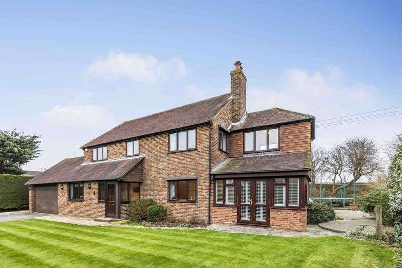5 Bedrooms Detached House for sale in Roundhouse Meadow, Emsworth