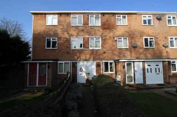 2 Bedrooms Maisonette Flat for sale in Dorset Gardens, Mitcham, Surrey, CR4 1LX
