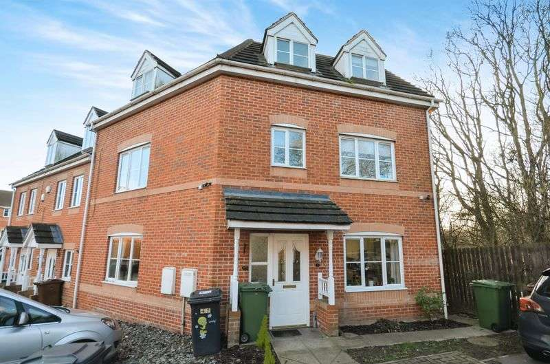 4 Bedrooms House for sale in 47 Redbarn Close, Leeds, LS10 4SZ