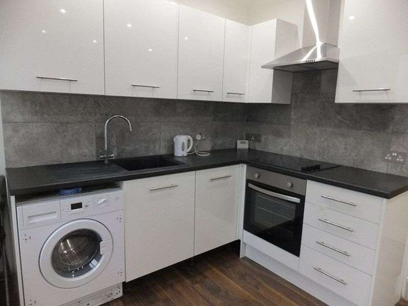 1 Bedroom Flat for sale in Croydon Road, CATERHAM, Surrey