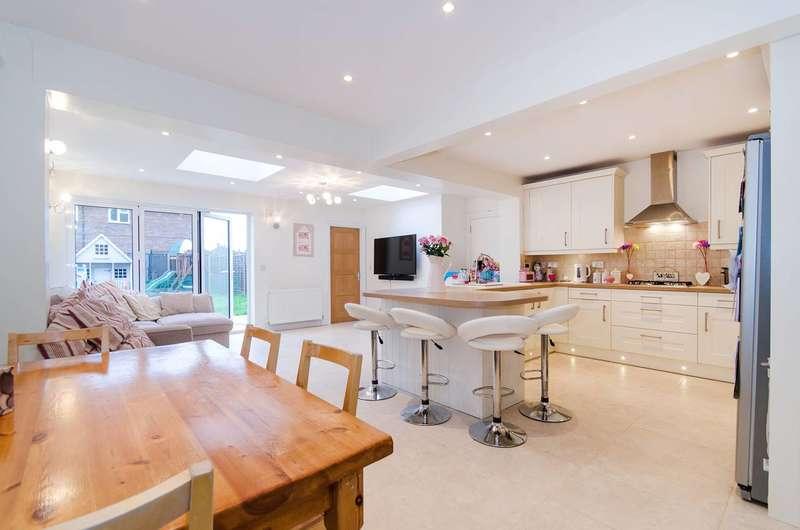 3 Bedrooms House for sale in Austins Lane, Ickenham, UB10