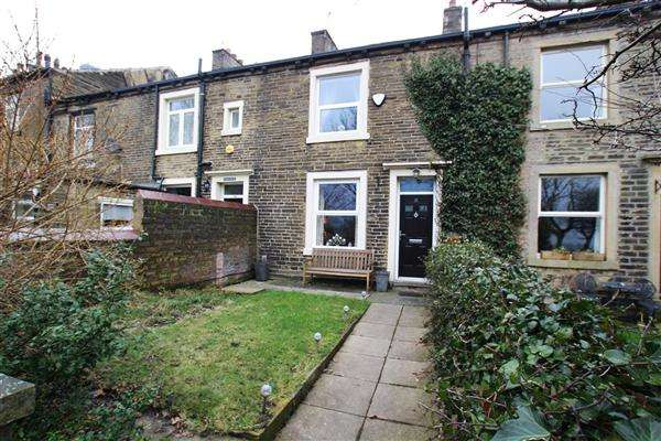 3 Bedrooms Terraced House for sale in Savile Park, Halifax