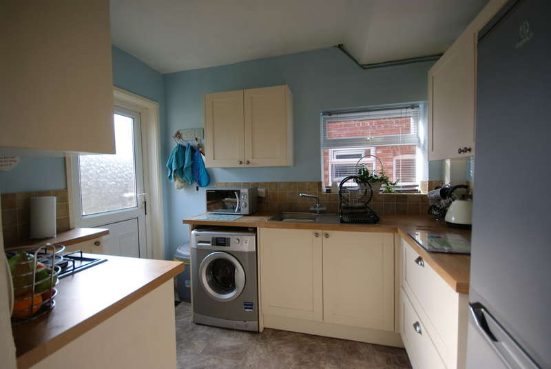 3 Bedrooms Semi Detached House for sale in Moorland Avenue, Lincoln